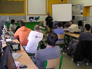 host z Maďarska Peter Czanik a prezentace PowerPC 5121e (Efika2) a PowerPC 8610